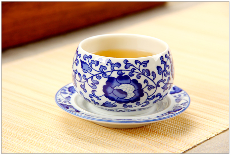 Blue and white porcelain cup with 150 ml cup mat cup of a disc of kung fu tea master cup home coffee cup