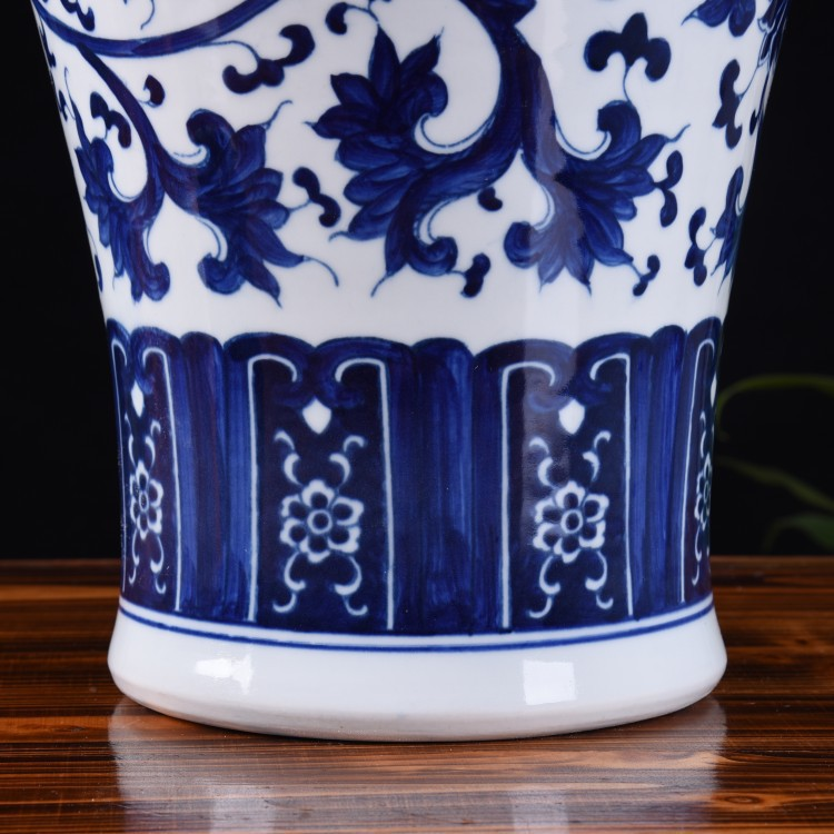 Jingdezhen ceramic vase hand - made archaize large blue and white porcelain bottle home flower arrangement sitting room adornment is placed