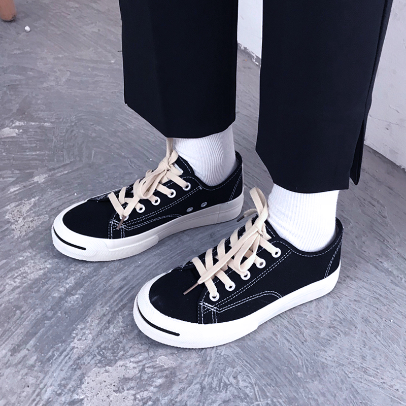 Giày trắng Nhật Bản nữ đường phố hoang dã chụp ảnh sinh viên Hàn Quốc Giày vải đen nữ Hồng Kông in mô hình vụ nổ phẳng đáy thấp giúp đỡ - Plimsolls