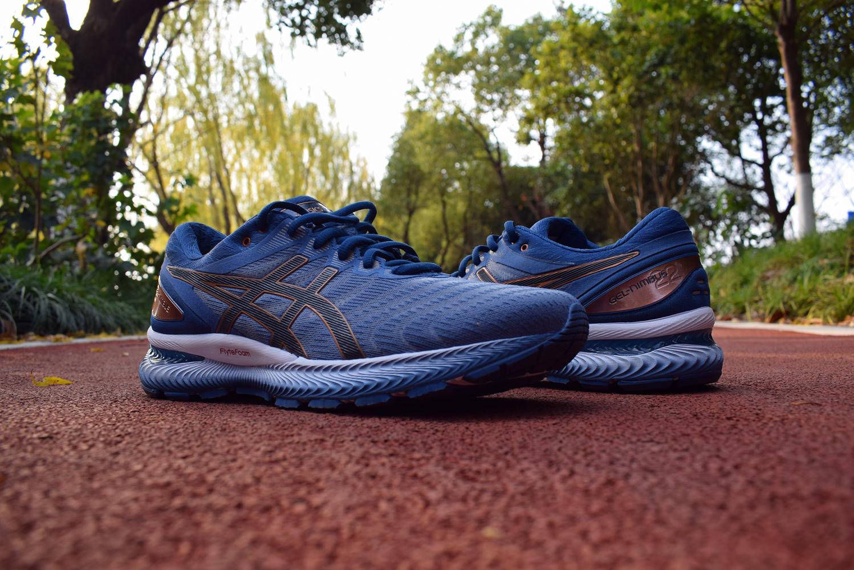Nimbus22跑鞋实力均衡适用性广4