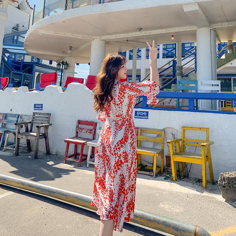 胖沙滩裙mm2019新款大码长裙遮肉显瘦海边度假波西米亚碎花连衣裙