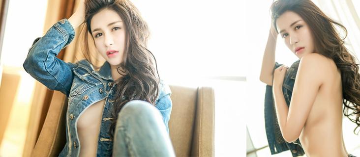 美女模特李李七七喜喜性感紧身牛仔服写真,小露香肩,甚是迷人