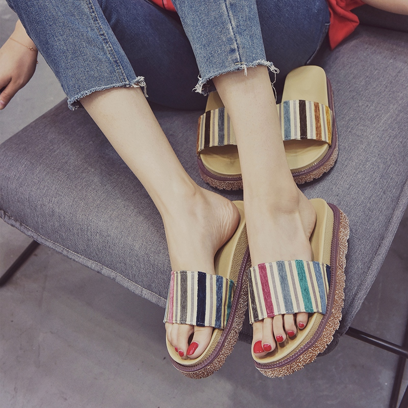 Outside social cool slipper female summer 2018 new style women puts on the thick bottom loose cake shoes student slipper mahjong piece something like a joker card Han version women's shoes
