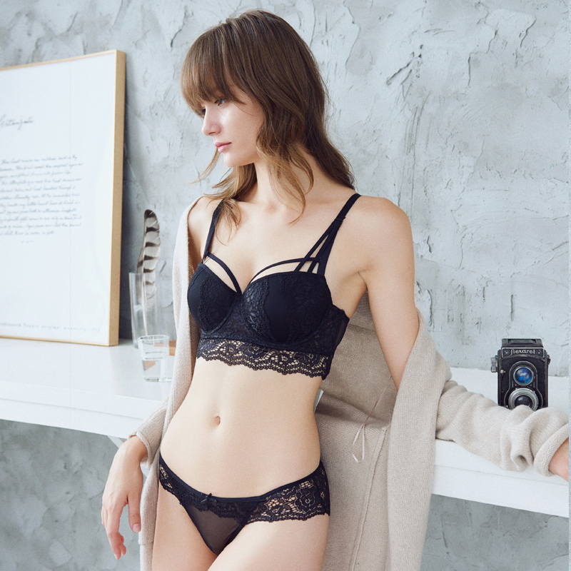 619d48b866d Europe and the United States bra sexy lace widening flanking breast milk  gather on the thin thick underwear set black
