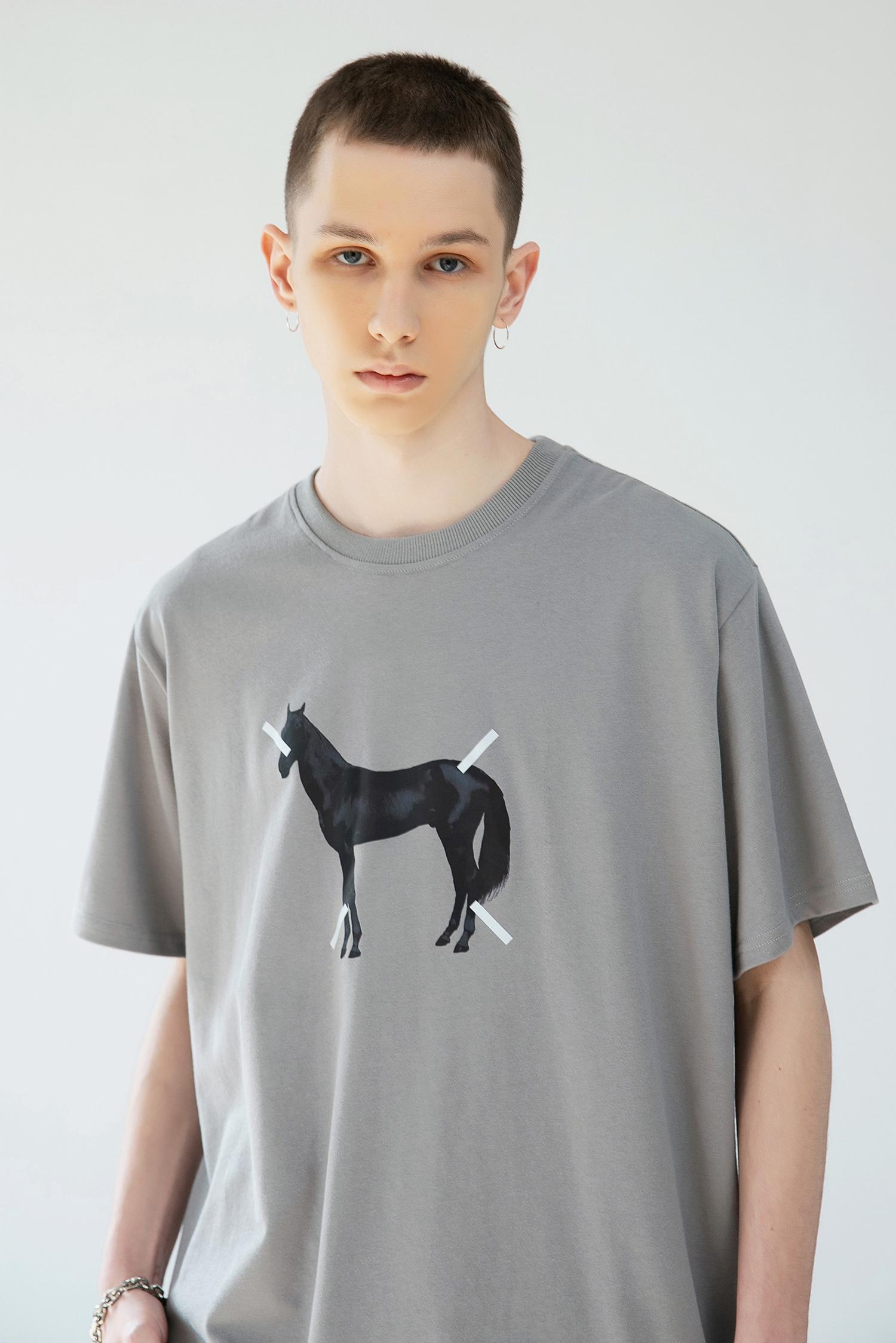 GRINCH1928「GAHA」美式雕塑马印花石板灰短袖T恤男女宽松休闲TEE(「GAHA」美式雕塑马印花石板灰短袖)