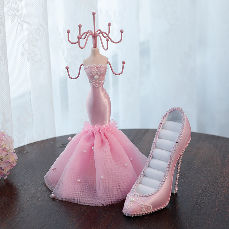 Pink Lady 2%  Fish+Shoes  Pink Gift Box