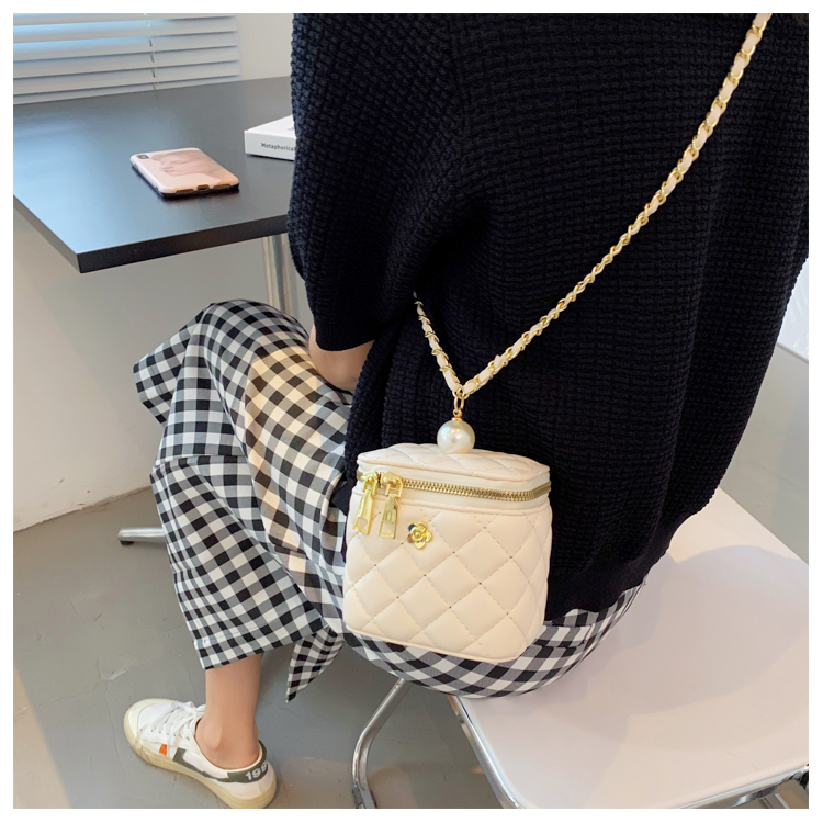 fashion rhombic embroidered thread chain messenger small square bag NHLH367078