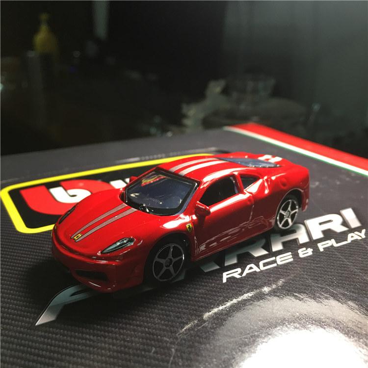 Модель машины Maisto  1:64 F40 599