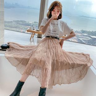 短袖T恤+压褶半裙,穿出夏季女王高街范