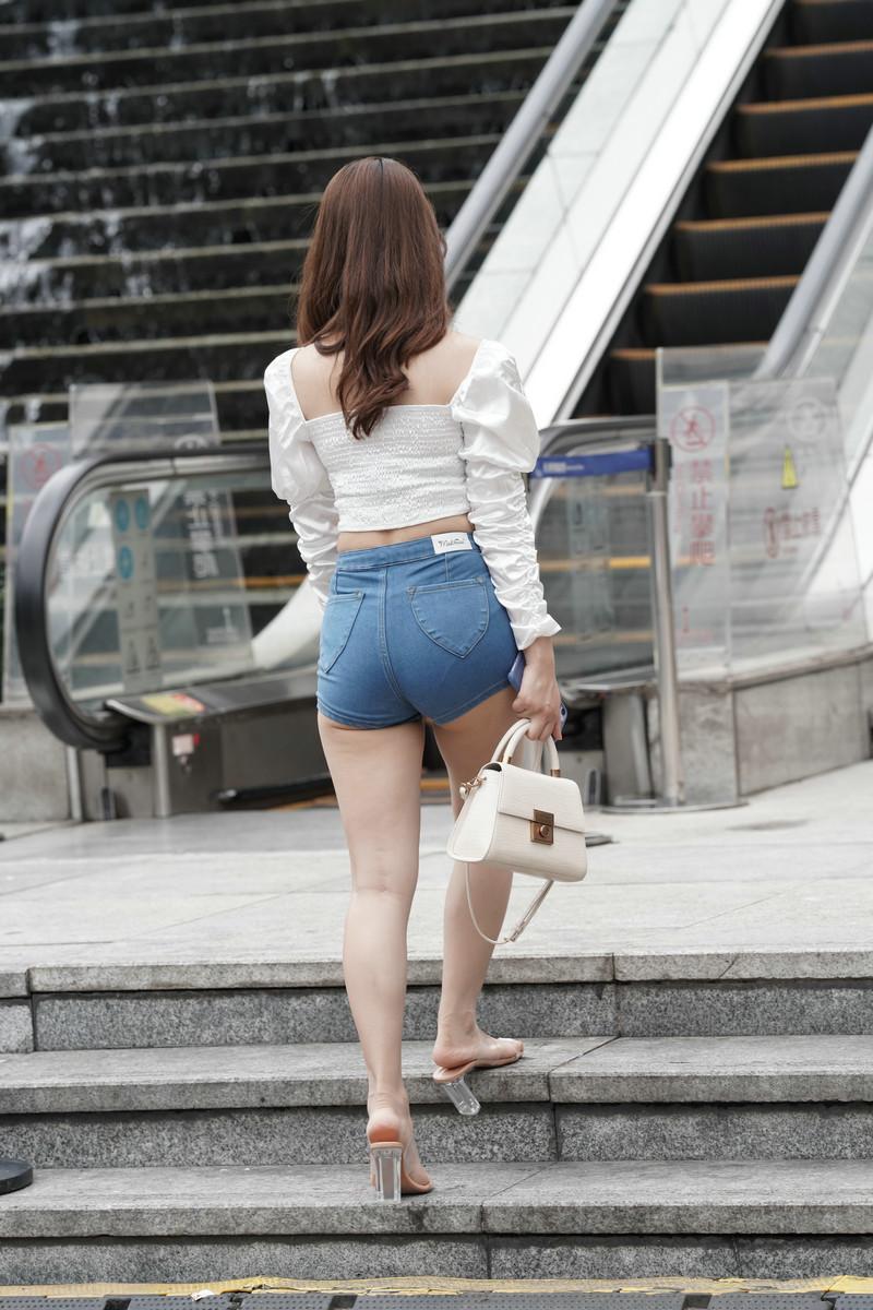 一筒街拍作品热裤女孩【视频+图片】 90659065  帖子ID:782