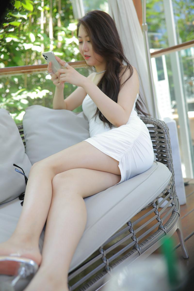 玲玲街拍作品白裙女孩【视频+图片】 68076807 魔镜原创摄影,魔镜街拍,玲玲作品,包臀裙,高清街拍, 帖子ID:724