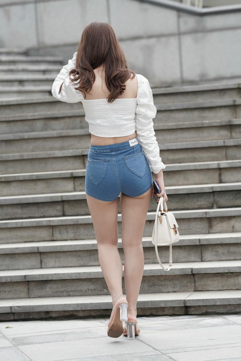 一筒街拍作品热裤女孩【视频+图片】 96379637  帖子ID:782