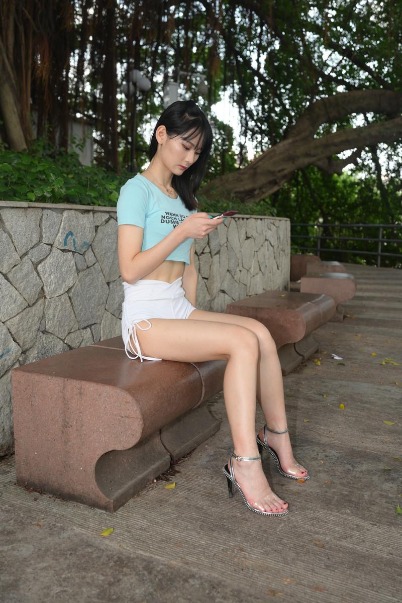 慕容笙模拍作品小青白色热裤【视频+图片】 21252125 帖子ID:786