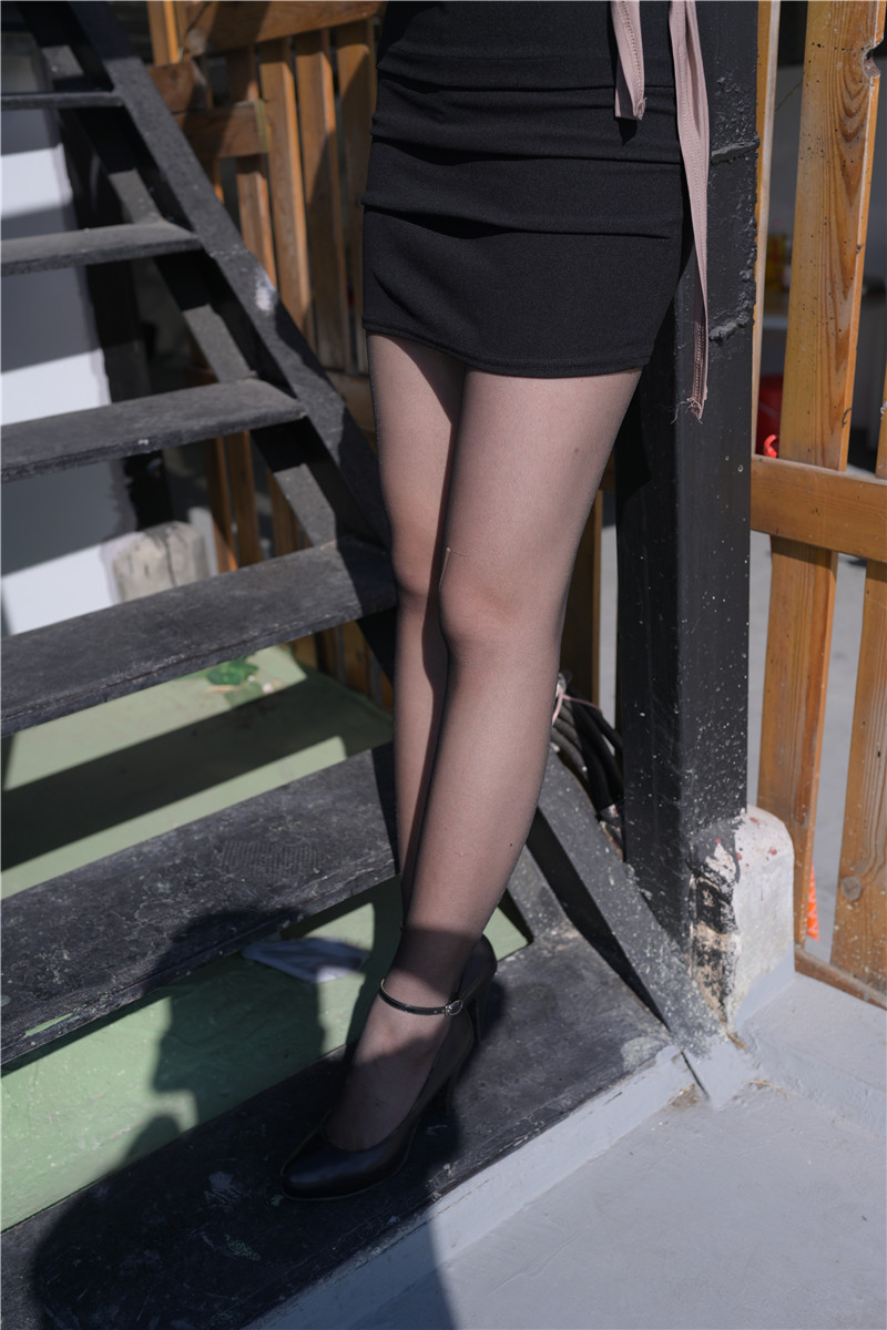 黑丝包臀裙美女 【套图+视频】 19281928  帖子ID:18