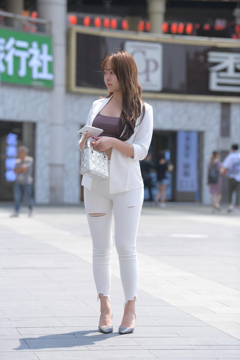 宅宅街拍作品白色牛仔裤小姐姐【套图+视频】 24112411  帖子ID:803