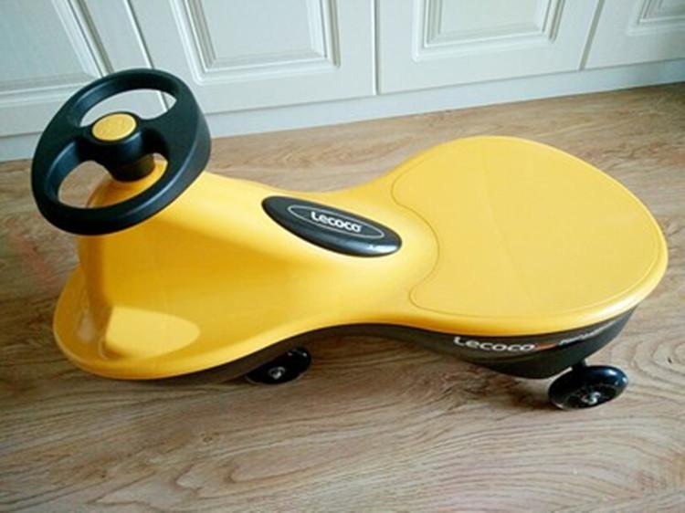 实测儿童扭扭车,行驶稳定安全可靠。