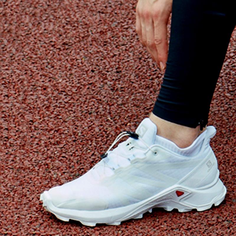 潮人的时尚新宠,颜值与实力并存的跑鞋8