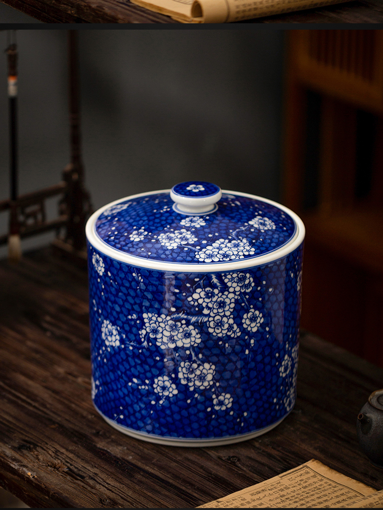 Blue and white porcelain of jingdezhen ceramics seal 's black tea caddy fixings restoring ancient ways Er tieguanyin moistureproof insect - resistant storage tank