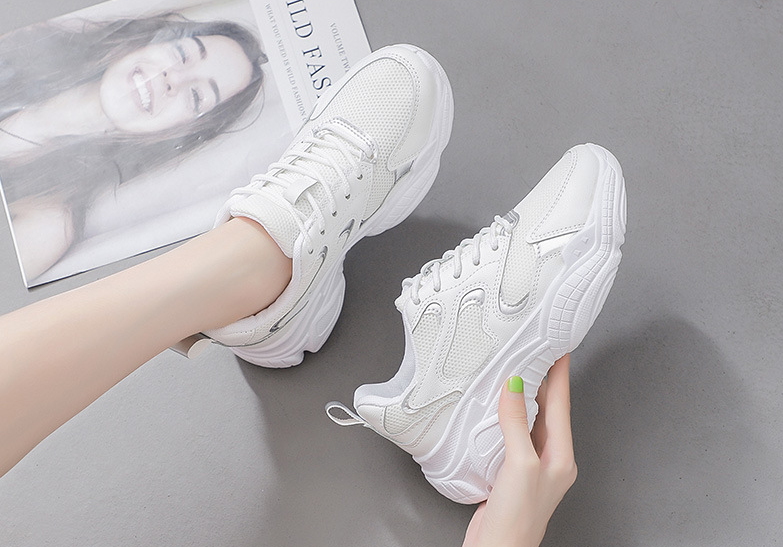 白色韩版老爹鞋亲测,时尚又百搭