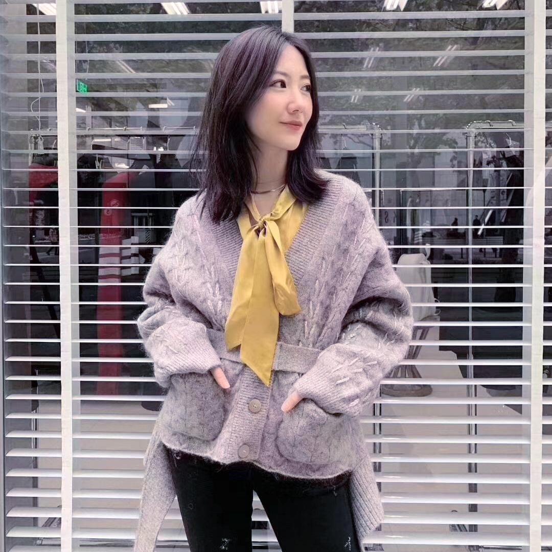 高端艾美地素贝儿2019春装新款 灰色羊毛开衫女毛衣外套 1G1E508