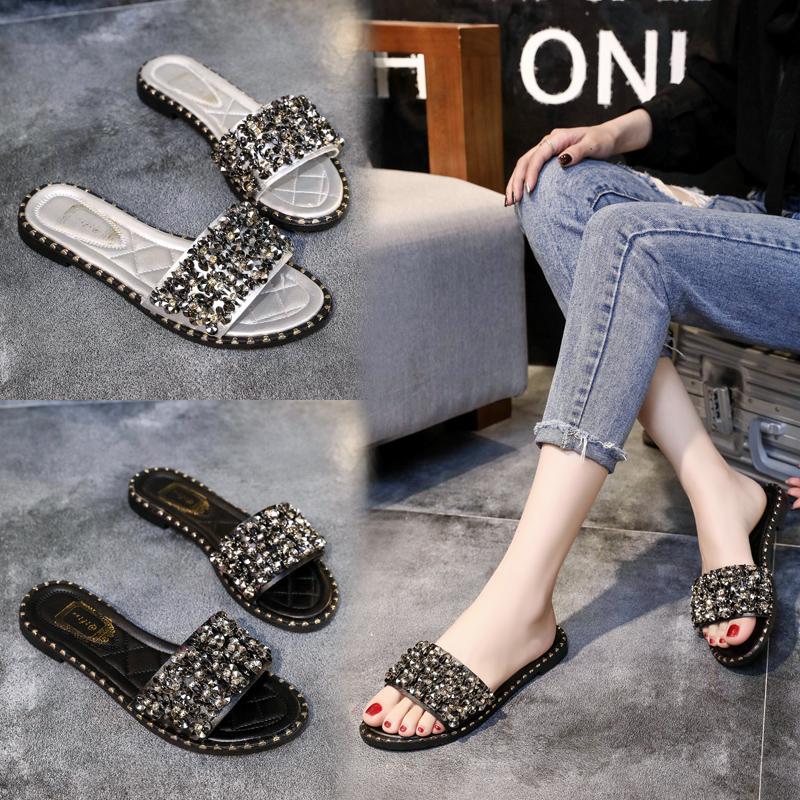 Slippers female summer fashion sandals wear 2018 new word drag wild flat bottom rhinestone Korean beach shoes