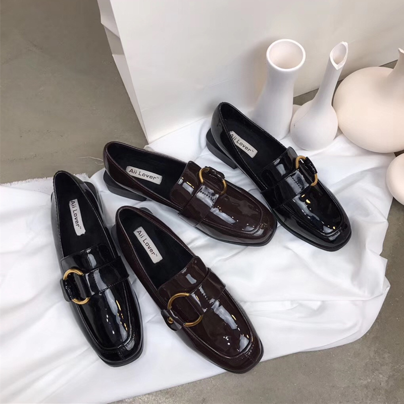 复古学院英伦风漆皮粗跟平底小皮鞋女2018秋新款金属圆扣平底单鞋