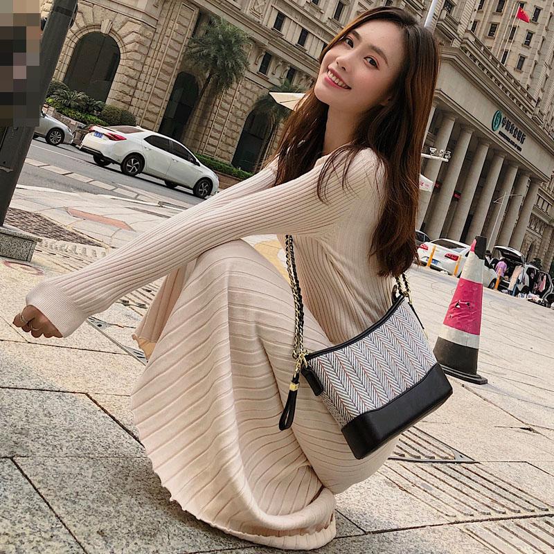 针织连衣裙女秋冬季新款2019修身显瘦打底针织长裙长款过膝毛衣裙