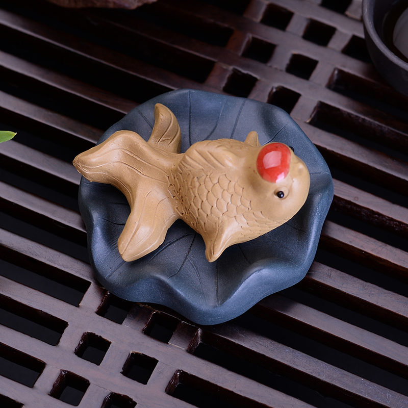 Purple sand hand made tea pet lotus leaf fish tea table tea play Tea ornements can raise creative small boutique tea ceremony accessories