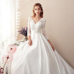 名门新娘缎面拖尾轻深V领18礼服白色简约新款显瘦公主新娘婚纱