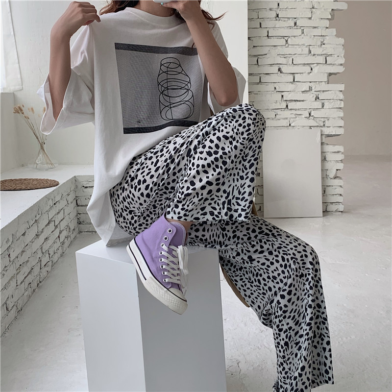 网红时尚套装女2020年新款白色短袖T恤+休闲阔腿豹纹裤洋气两件套