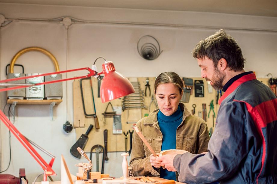 新式木工修边机,省时省力又效率高