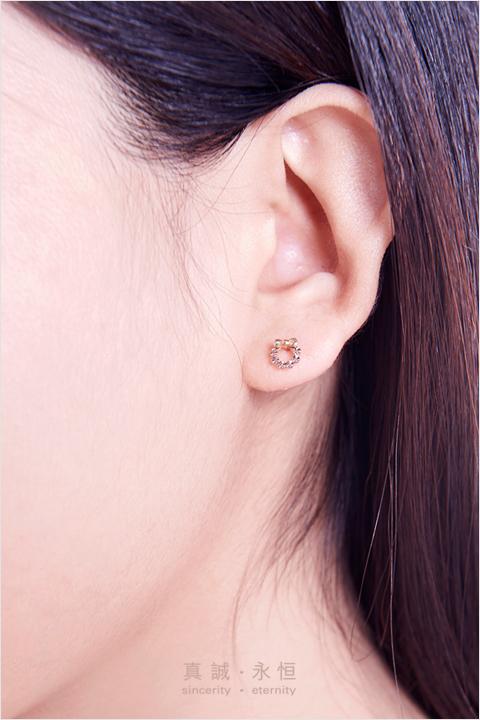 chow tai fook q version car flower two color 18k gold earrings e112845 juhui public welfare selection