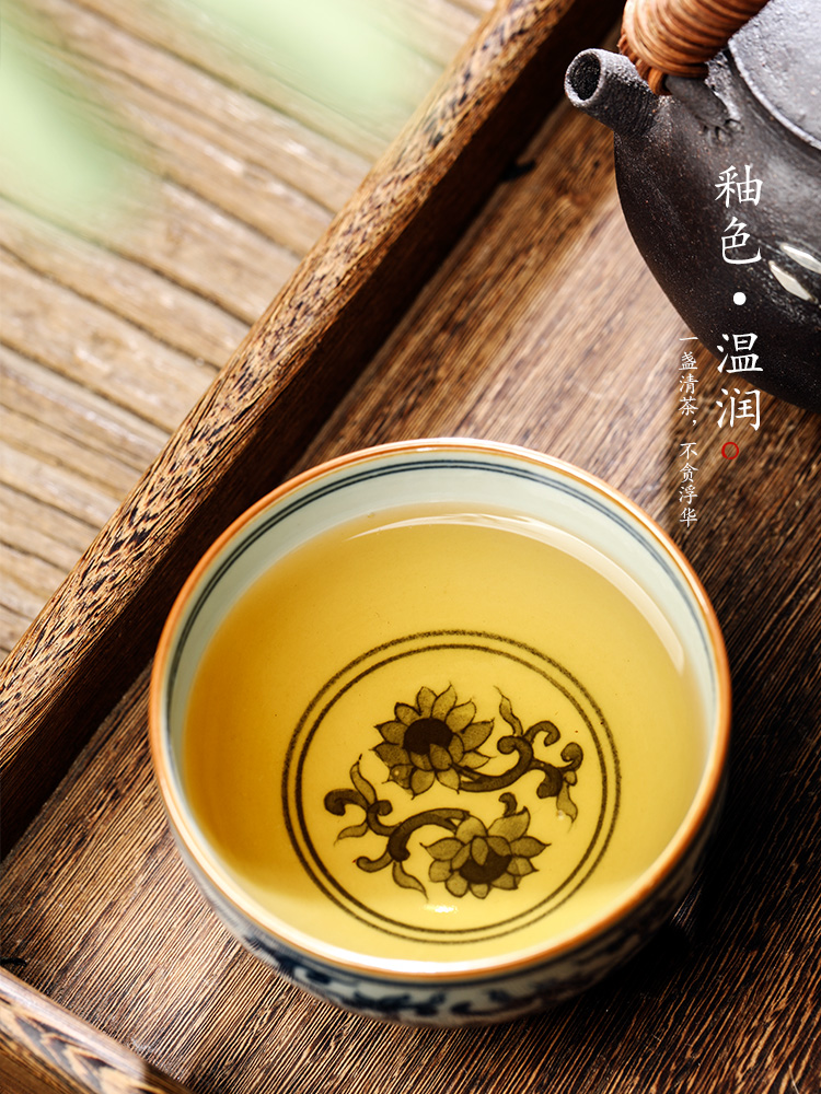 Blue and white hand wrapped branch lotus master cup single CPU jingdezhen ceramic cups single cup sample tea cup men 's checking kung fu