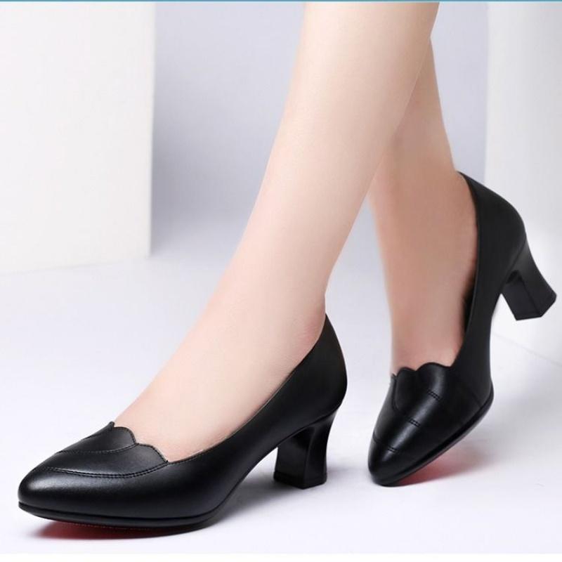 011单鞋中年四季女鞋妈妈女高跟鞋中跟粗跟舒适软皮工作鞋