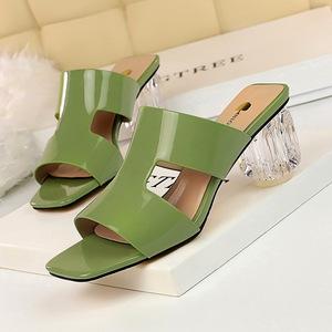 X-21355# 韩版时尚夏季女鞋水晶跟透明粗跟高跟漆皮方头鱼嘴镂空拖鞋