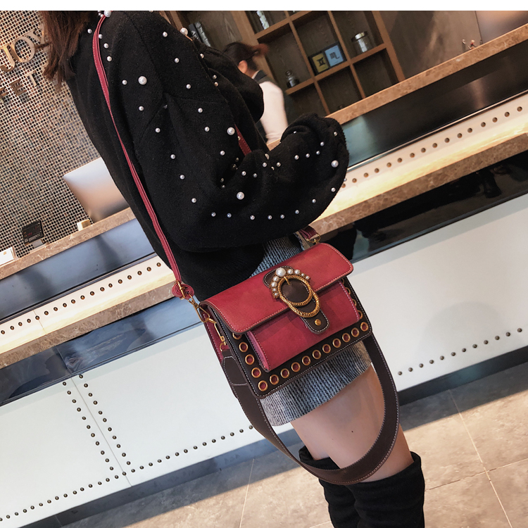 Hong Kong style small bag female 2018 winter tide Korean version of wild Messenger ladies fashion atmosphere small square bag