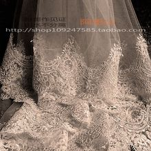 The veils are simple, beautiful, white, 2018 new wedding gowns are super long.