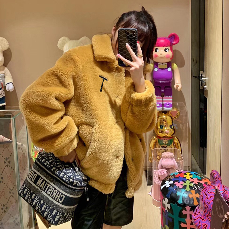 Áo khoác nữ châu Âu ngắn 2019 mùa đông lông cừu hạt mới một xu hướng len lông cừu Hàn Quốc hàng đầu - Accentuated eo áo