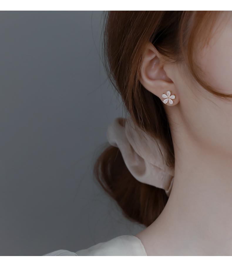 纯银白色花朵耳钉女年新款潮简约耳环小雏菊花瓣耳饰详细照片