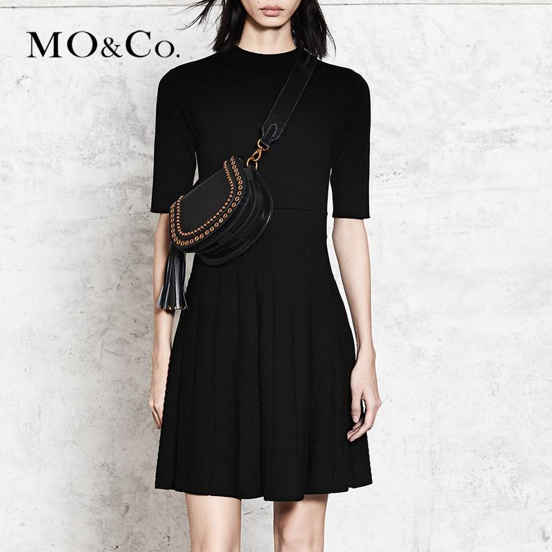 MOCO小立領修身中袖百褶小黑裙連衣裙MA173DRS313摩安珂