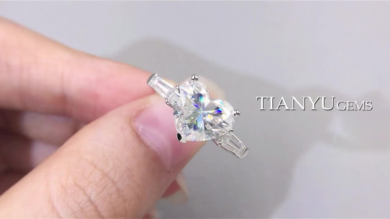 Tianyu gems Customized 14k/18k white  gold ring 10*8.5mm heart shape brilliant  cut &5*2.5*2mm trapezoied moissanite  engagement