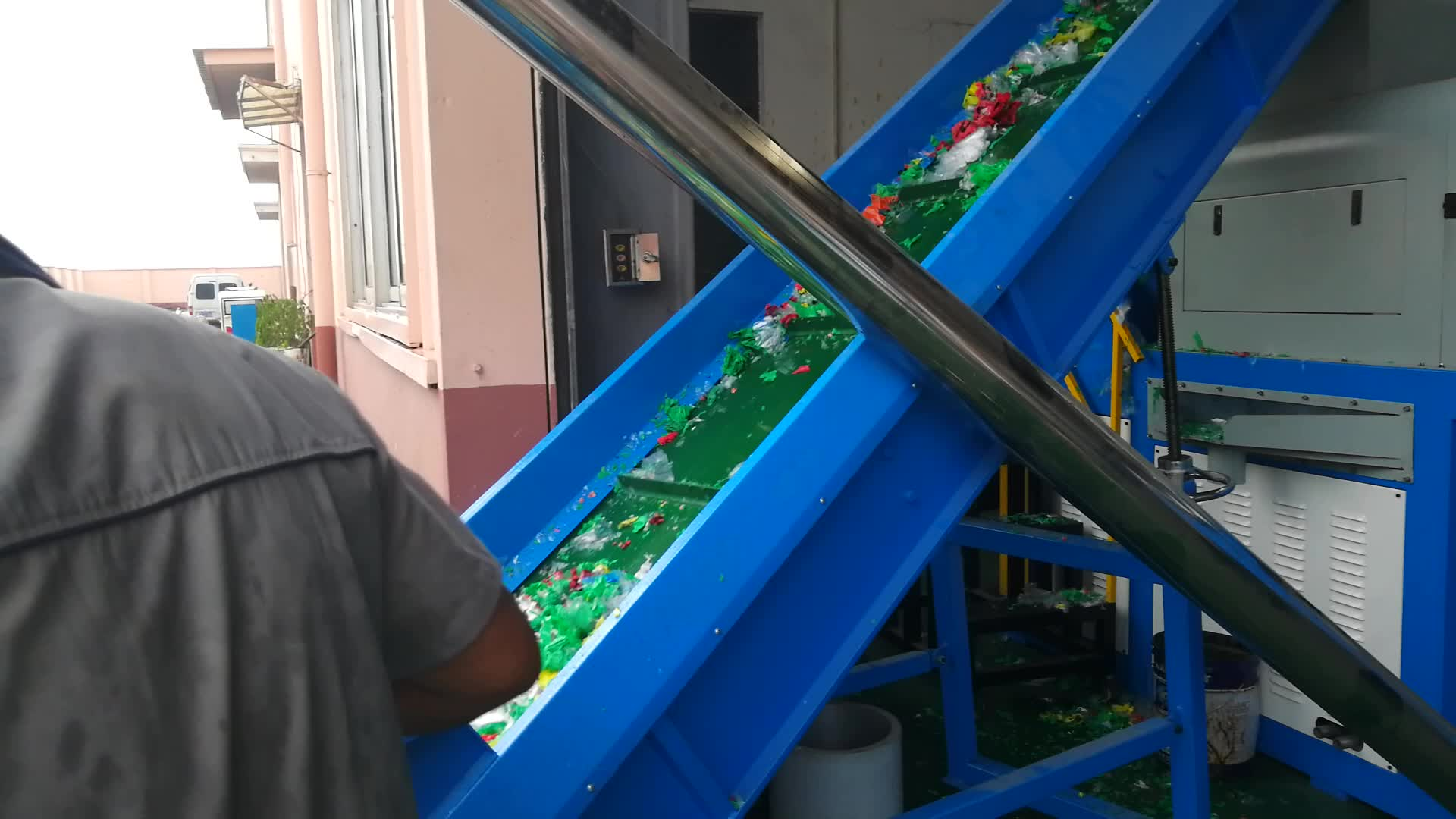 plastic waste recycling squeezer machine / PE PP film bags squeezing granulating machine