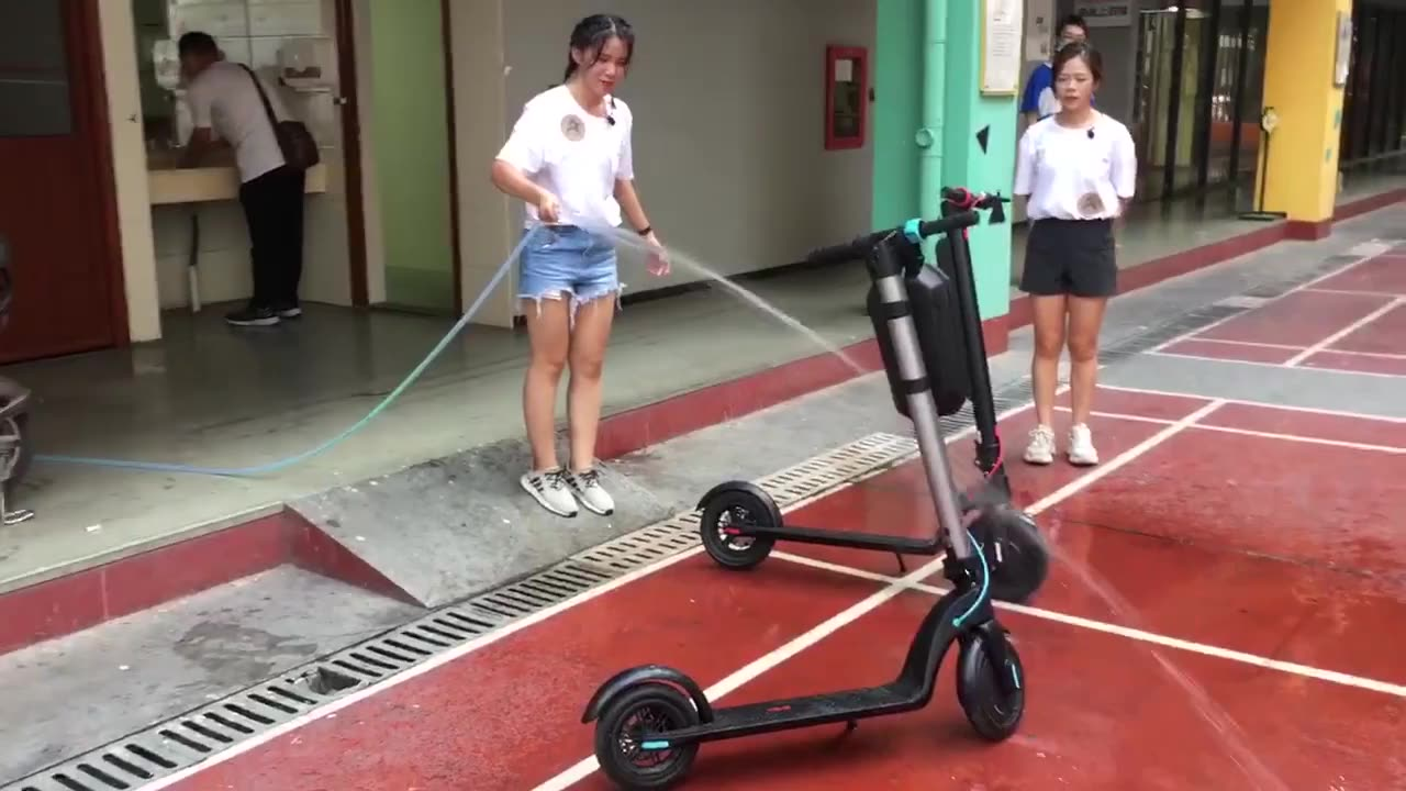 Manufacturer 10 inch air wide wheel long range 45KM 36V10AH removable battery electric scooter