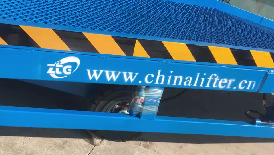 Forklift truck container mobile loading yard ramp with adjustable height legs