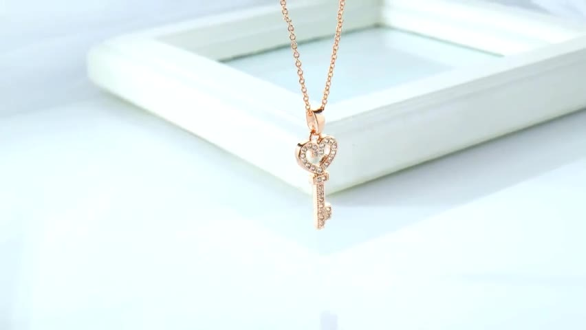 Micro-inlaid Zircon Jewelry Fashion Plated 18K Rose Gold Jewellery Heart Key Necklace