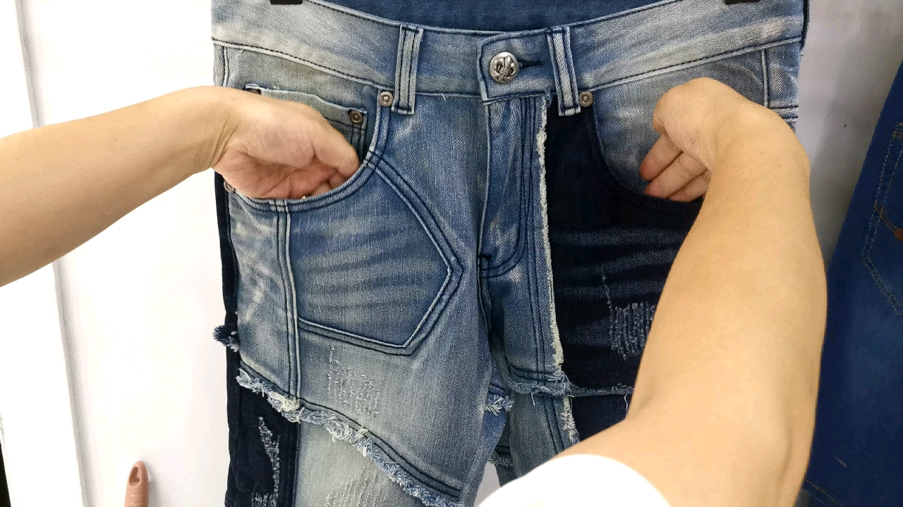 Relaxed fit ripped patchwork straight men denim jeans