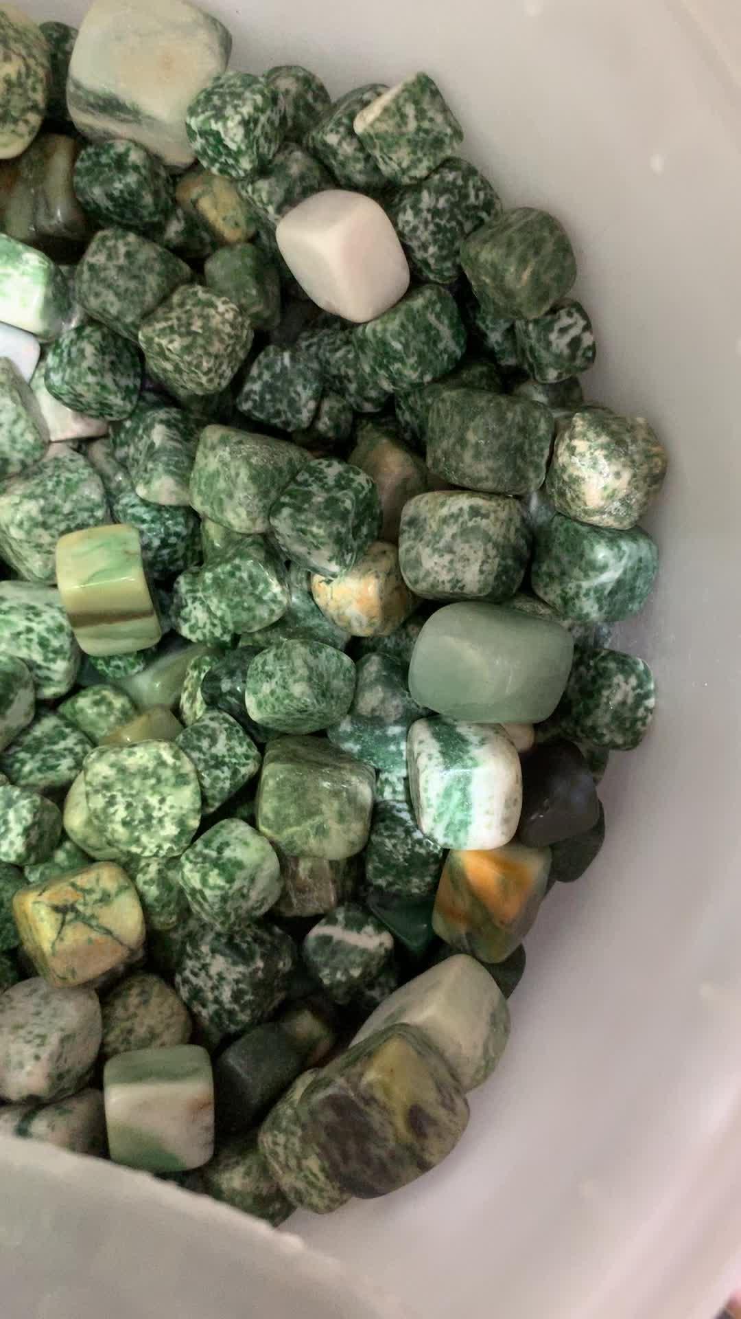 자연 칭하이 옥 떨어졌다 큐브 석영 돌 연마 된 보석 공급