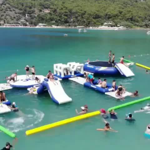 Hohe qualität material große aufblasbare wasserpark schwimm spielzeug für wasser park spiel