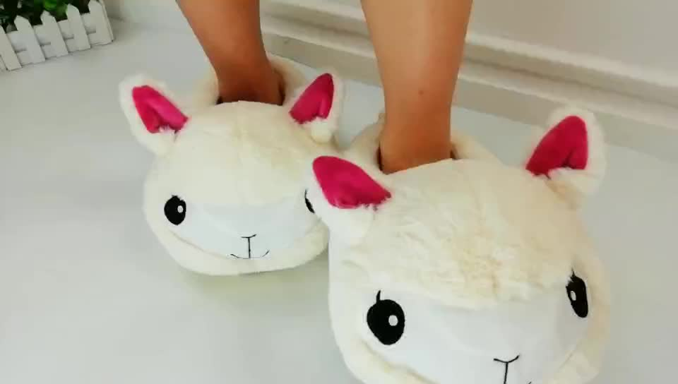 Designer Personalized Flat Indoor Cotton Slippers For Woman, Wholesale Comfortable Fashion Alpaca Fur Lady Slippers