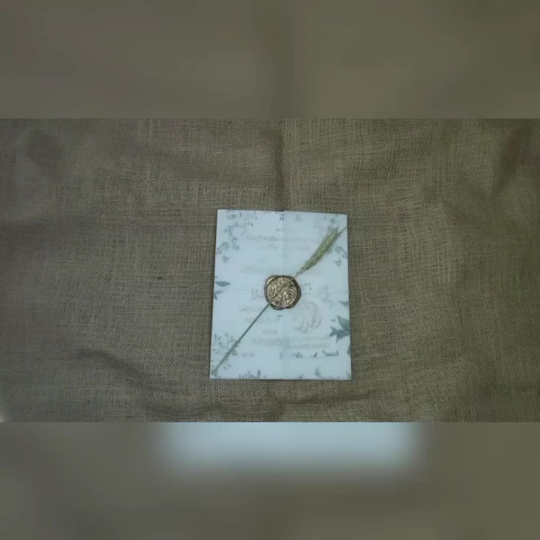 Tarjeta de invitación de boda personalizada barata con sobre de terciopelo